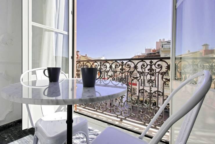 Apartamento turístico con vistas a la Plaza Constitución, en el centro de Málaga